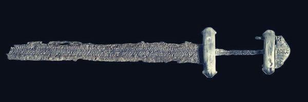 Saxon Double Tube avec épée